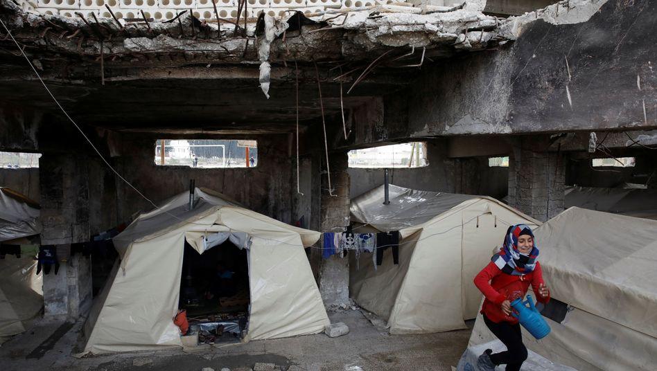 Vertriebenes Mädchen in der Provinz Idlib: Ein bis zwei Ärzte auf 10.000 Menschen