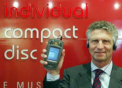 CD-Händler Martin Salzmann: Song-Auswahl per Handheld, Brenner an der Kasse