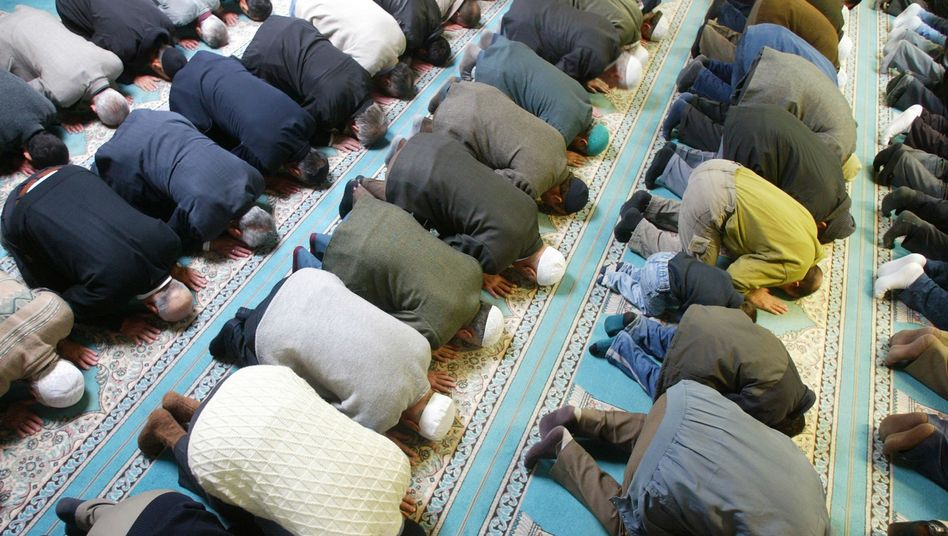 Moschee: Muslimische Männer beim Gebet