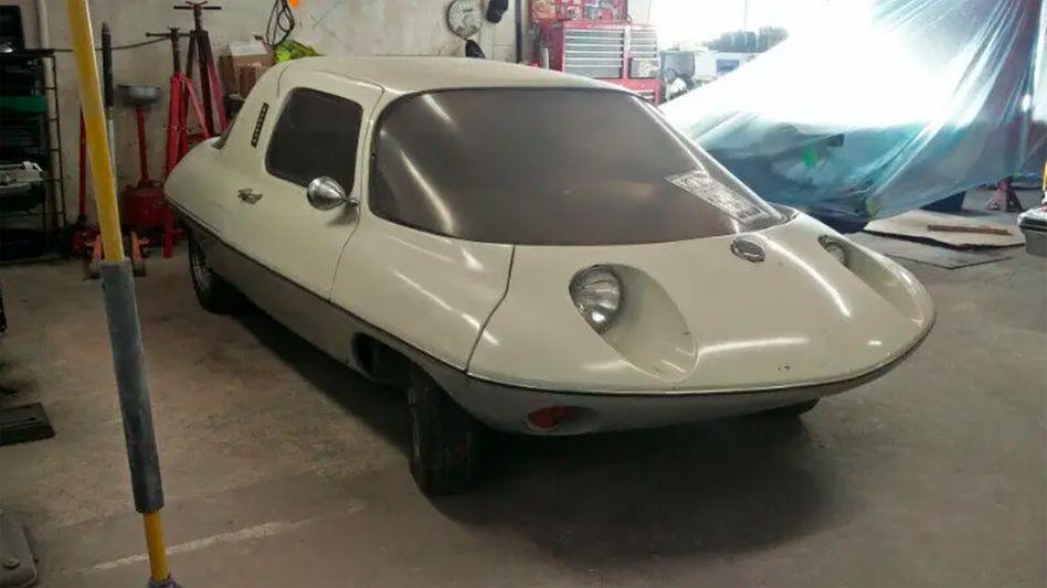 Tiefliegende Scheinwerfer in einer Karosserie, die mehr an eine fliegende Untertasse als an ein Auto erinnert - die geheimnisvolle VW-Studie aus Nordamerika