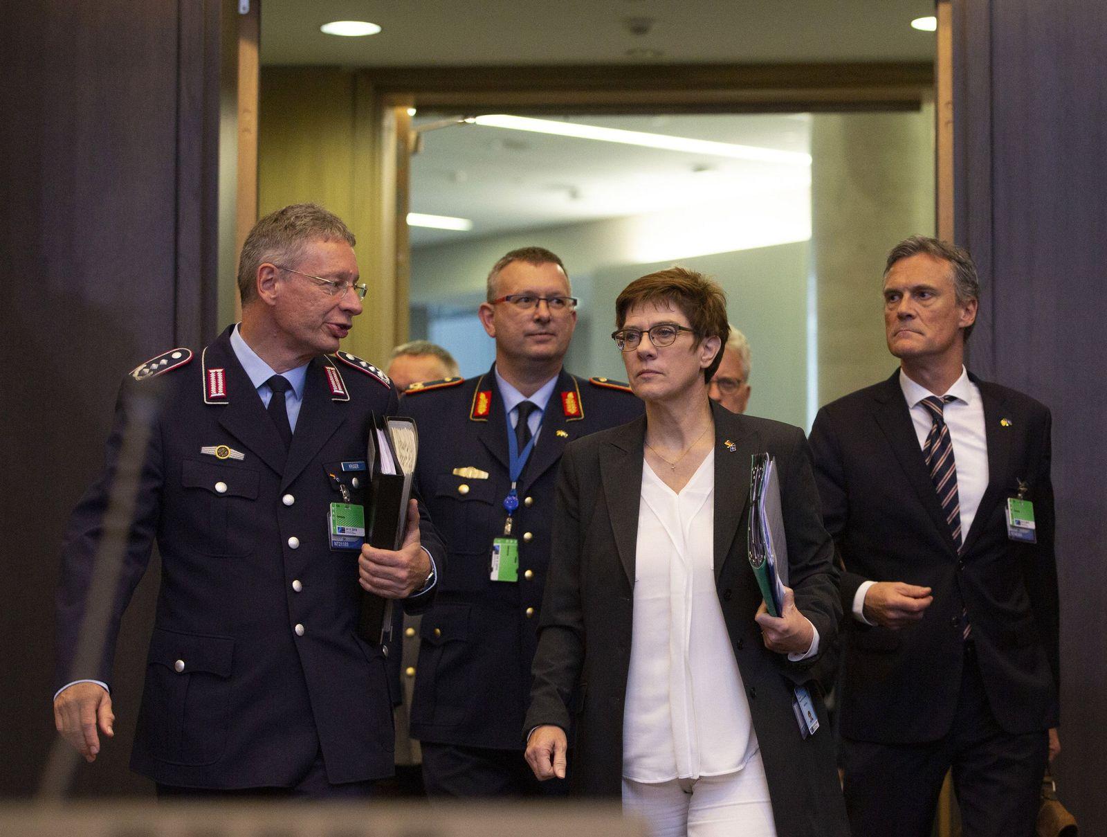 Annegret Kramp-Karrenbauer bei der Nato