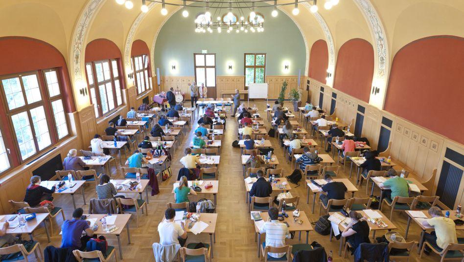 Abiturienten in Halle: G8 und Geburtenrückgang machen sich bemerkbar
