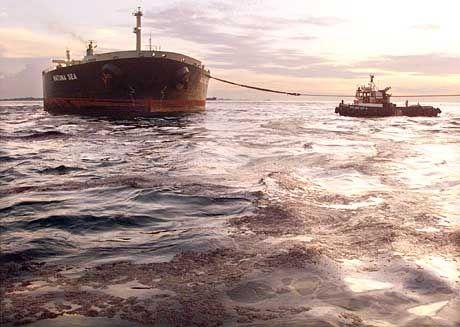 """Das Öl aus der """"Natuna Sea"""" soll abgepumpt werden"""