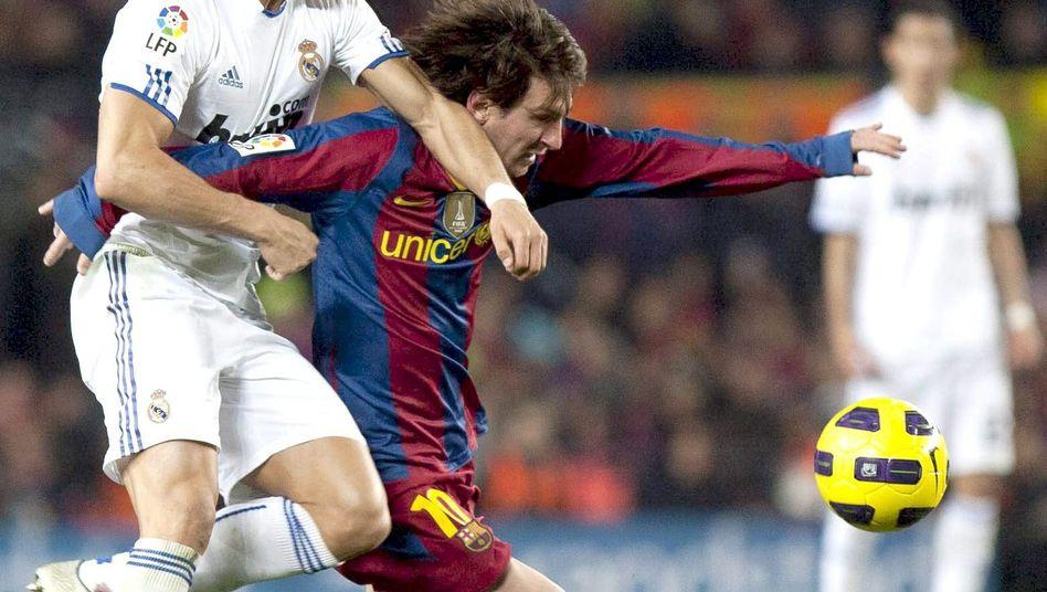 Fußballprofis Ronaldo (l.) und Messi