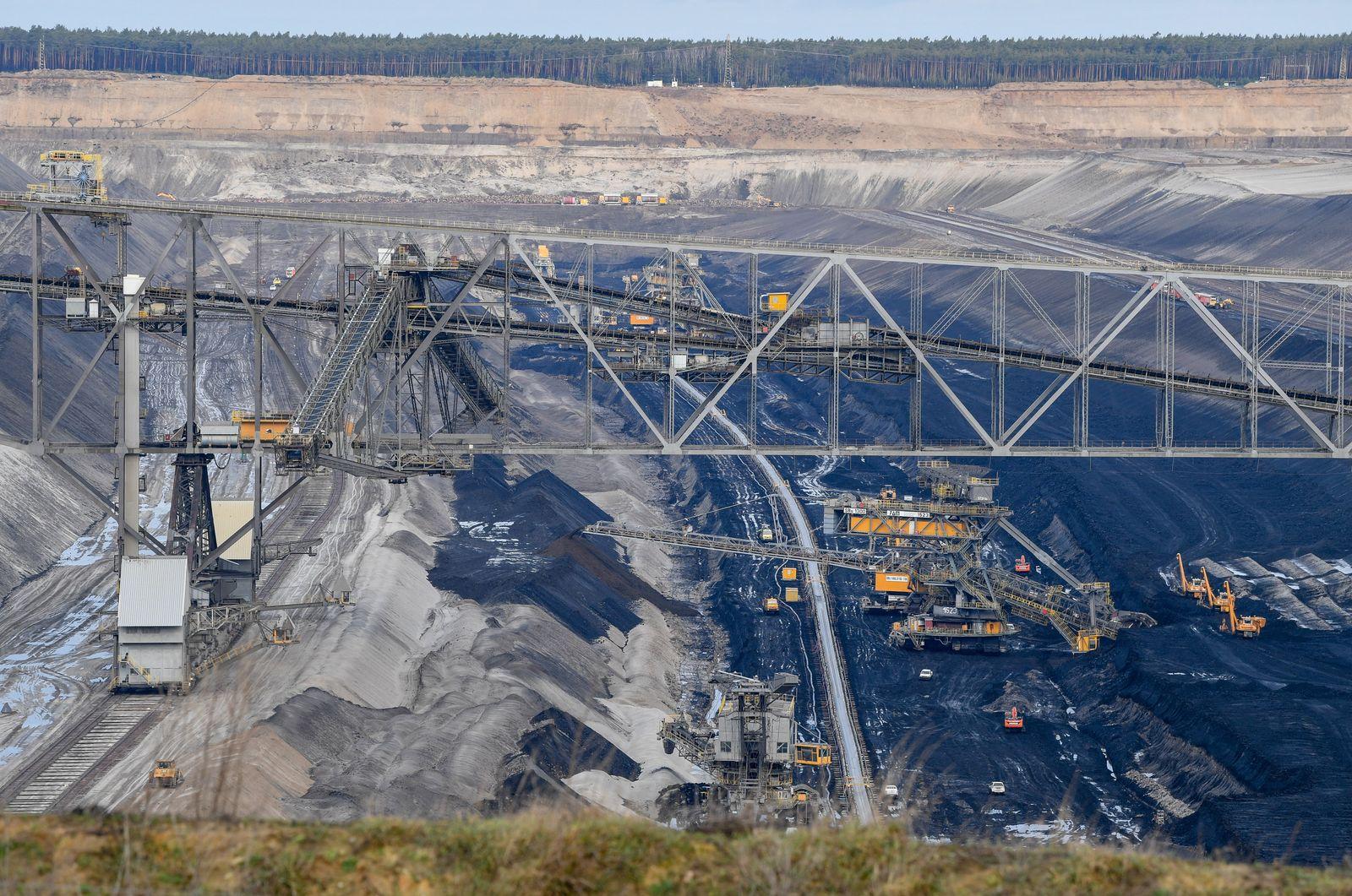 Klima-Aktivisten dringen in Tagebau Jänschwalde ein