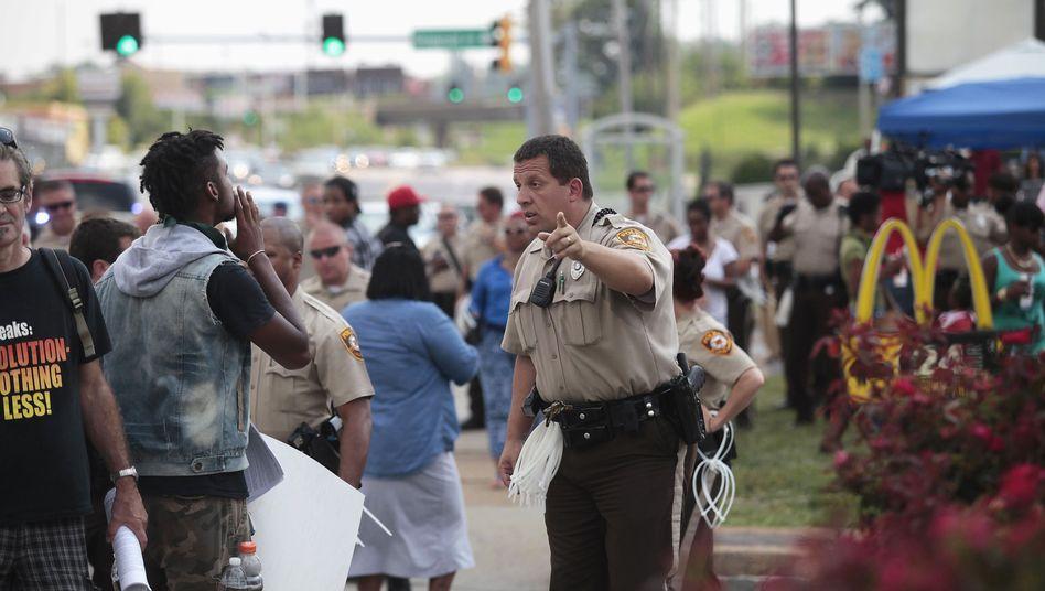 """Polizist und Demonstrant in Ferguson: """"Lasst uns versuchen zu heilen"""""""