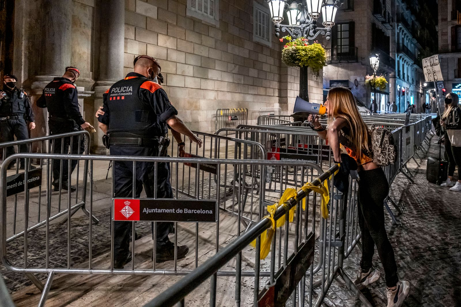 October 26, 2020, Barcelona, Spain: A Covid denier is seen berating the Mossos d esquadra police officers at the door o