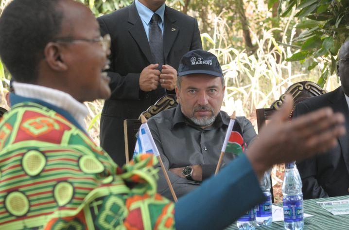 Israels Außenminister Lieberman (in Kenia 2009): Kriegsschiffe für den Diktator