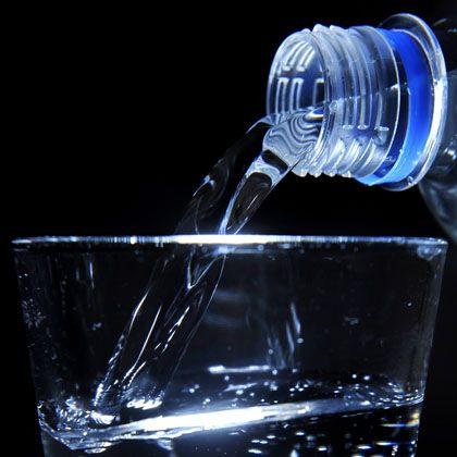 Mineralwasser: Foodwatch fordert einen Grenzwert von zwei Mikrogramm Uran pro Liter
