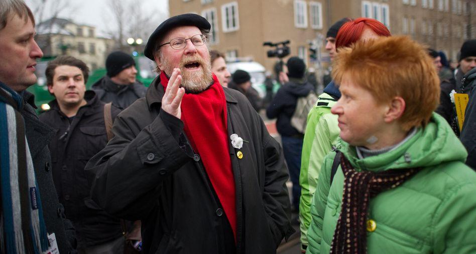Thierse (mit Linken-Politikerin Pau) in Dresden: Umstrittene Demokratie-Äußerungen