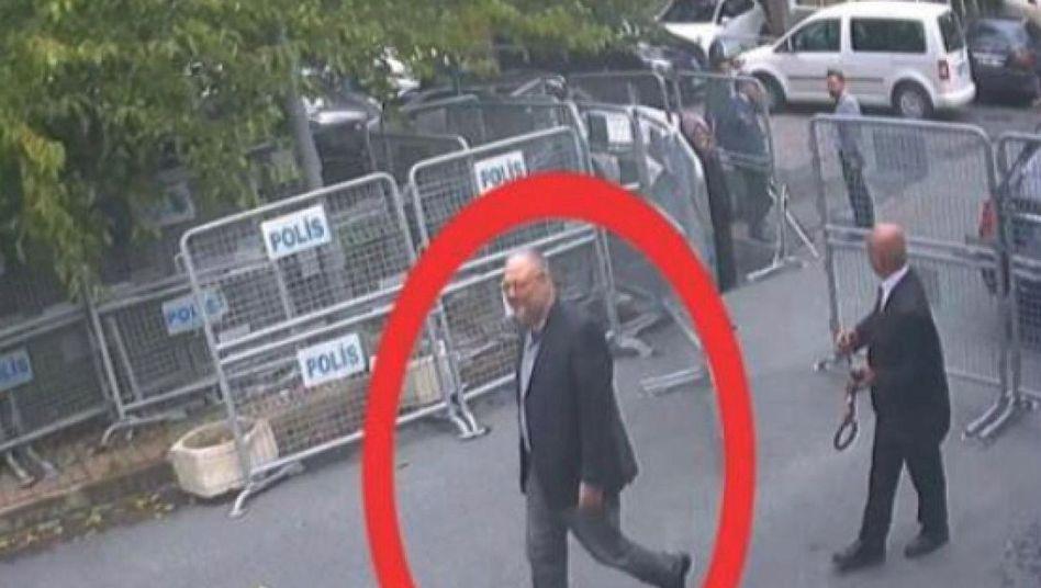 Journalist Khashoggi vor saudi-arabischer Botschaft in Ankara (Foto aus Überwachungsvideo)