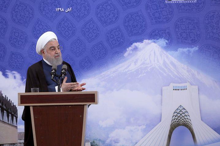 Regierungschef Rohani: Unter Druck durch US-Sanktionen und kippende Stimmung im Land