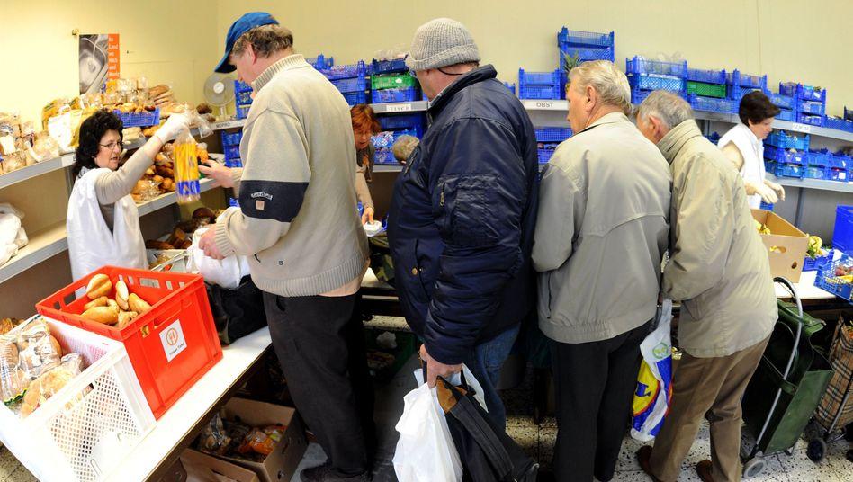 Lebensmittelausgabe (in Trier): Auch in Deutschland erfrieren Obdachlose