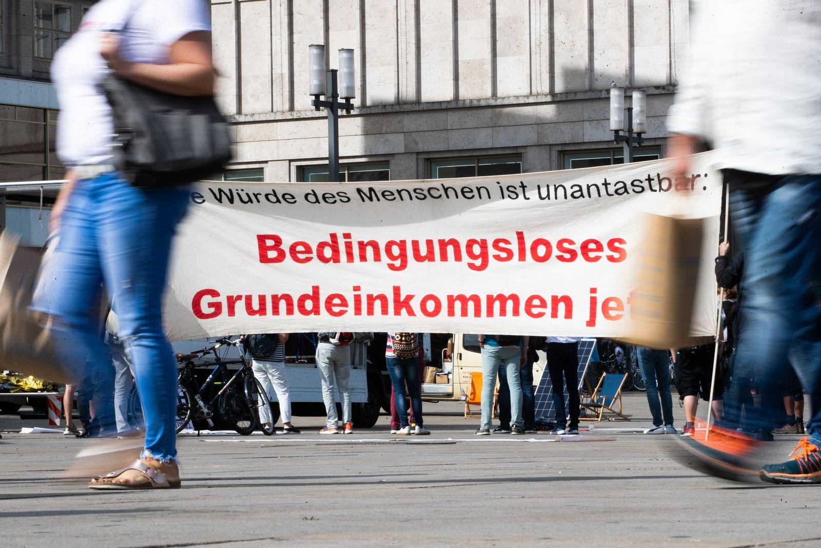 Demonstration für ein bedingungsloses Grundeinkommen