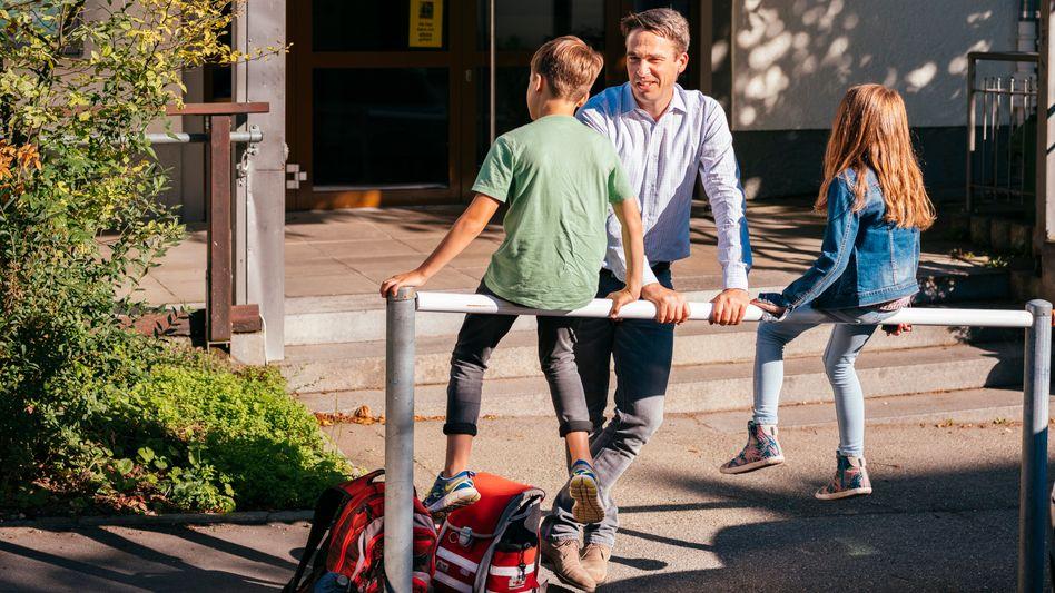 Umzügler Friedmann mit seinen Kindern in Stuttgart