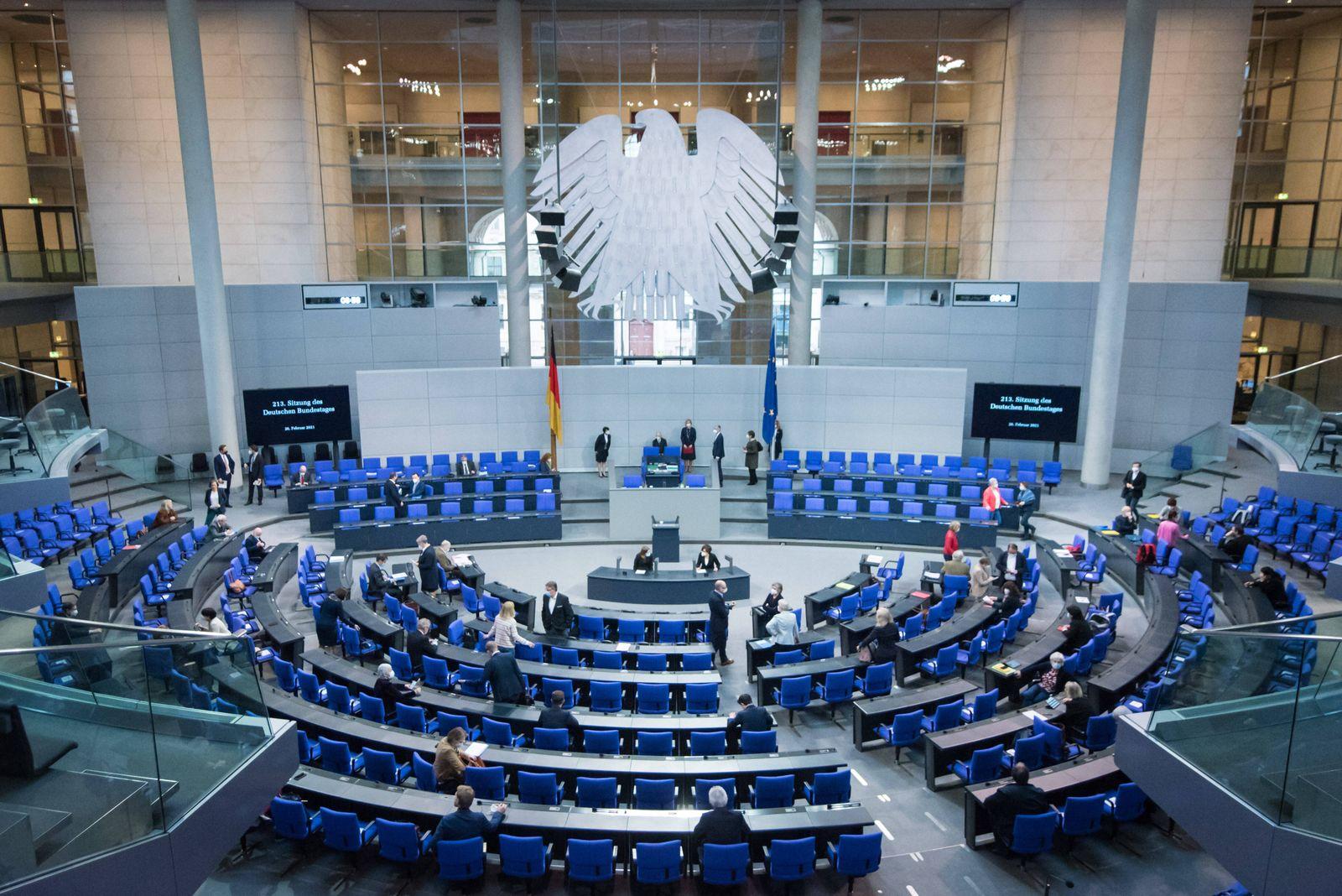 Berlin, Plenarsitzung im Bundestag Der Plenarsaal vor Beginn der Sitzung des Deutschen Bundestags am 26.02.2021. Berlin