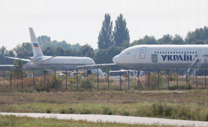Gefangenenaustausch: Russisches Flugzeug auf dem Kiewer Flughafen Boryspil