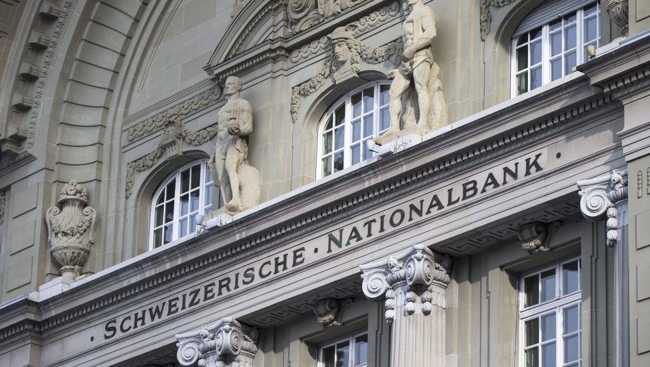 """Fassade der Notenbank in Bern: Verlust auf """"Fremdwährungspositionen"""""""