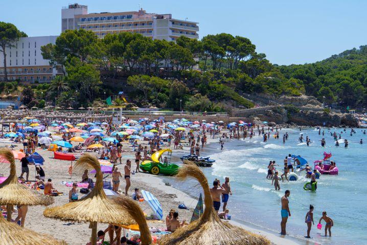 Strand auf Mallorca: Spanien ist ab heute Hochinzidenzgebiet