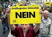 Protest gegen den geplanten Großflughafen in Berlin