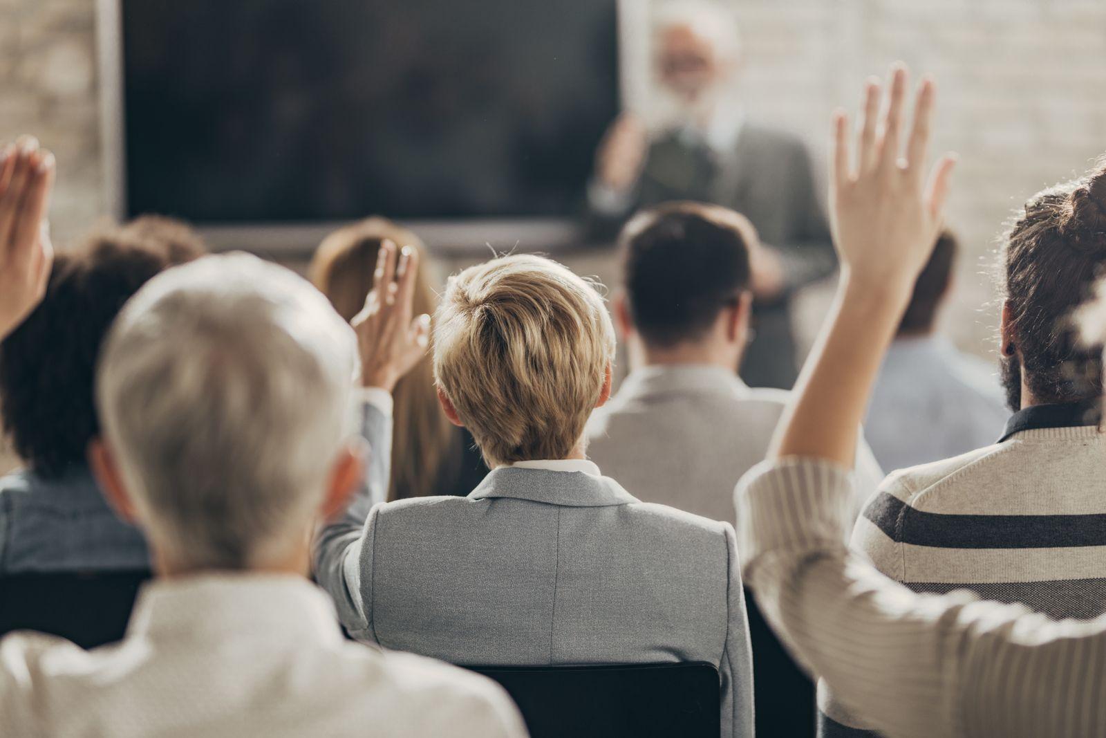EINMALIGE VERWENDUNG Konferenzen / Männer