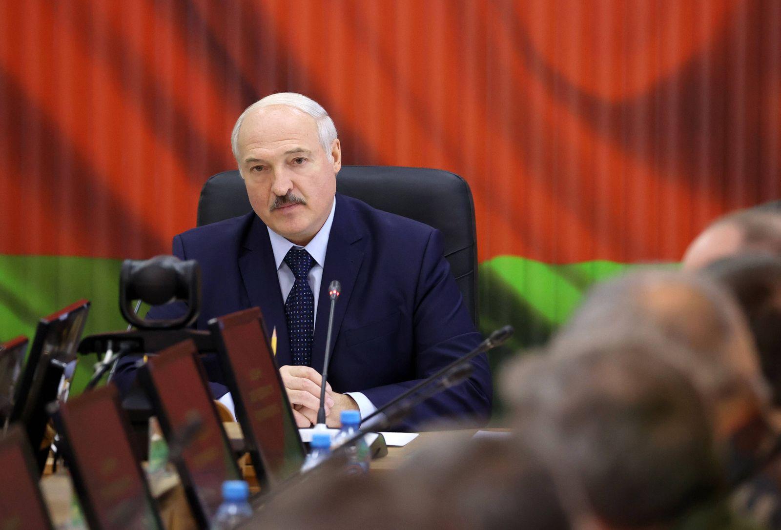 News Bilder des Tages MINSK, BELARUS - AUGUST 15, 2020: Belarus President Alexander Lukashenko holds a meeting in the St