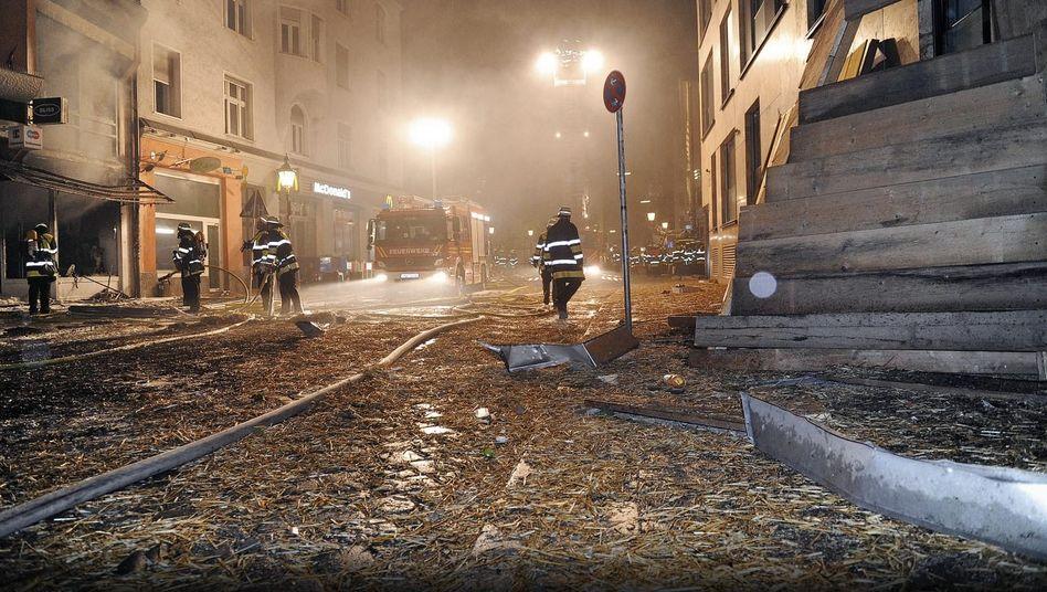 Verwüsteter Straßenzug nach einer kontrollierten Bombensprengung im August in München