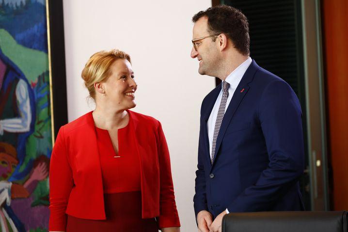 Erhalten mehr Zuspruch aus der Bevölkerung als das übrige Kabinett: Franziska Giffey und Jens Spahn