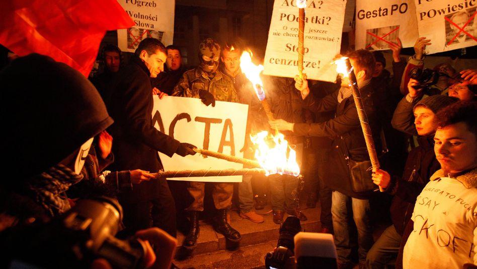 Protest gegen Acta in Polen: Was soll dieser Vertrag also bewirken?