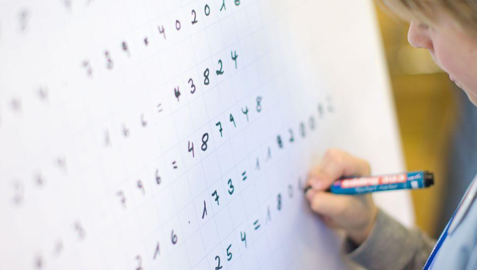 Mathe-Aufgaben: Ist ihre Quersumme durch drei teilbar, gilt das auch für die Zahl selbst
