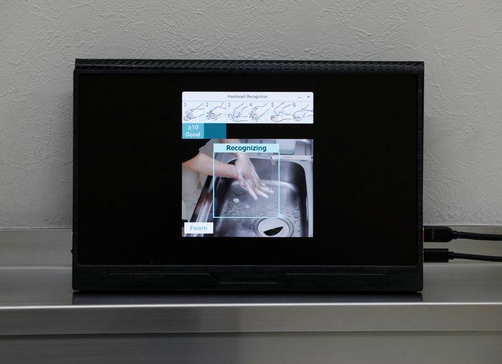 """Wenn das System zufrieden ist, zeigt es """"good"""" an. Zuvor wird die Einhaltung sechs verschiedener von der WHO empfohlener Schritte beim Händewaschen geprüft"""