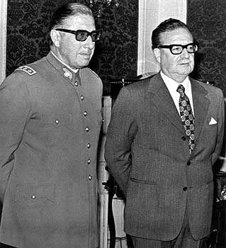 23. August 1973: Pinochet mit seinem Chef Allende. Drei Wochen später putscht der General, Allende stirbt
