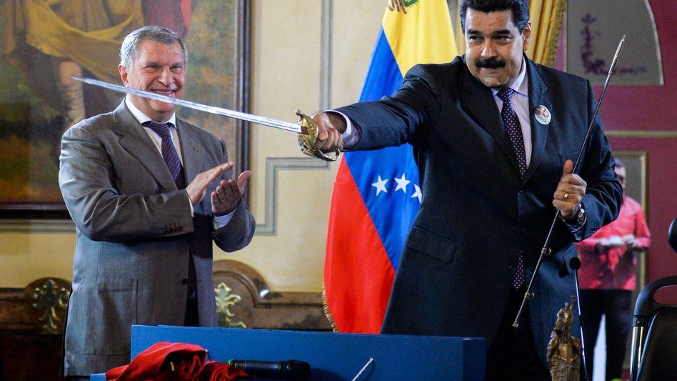 Venezuelas Präsident Nicolás Maduro (rechts)