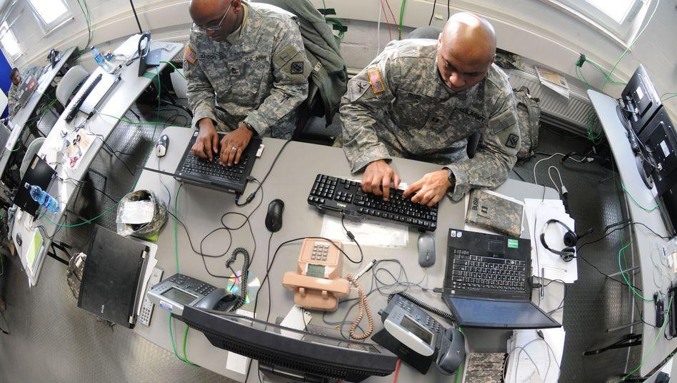 """US-Soldaten bei einem Cyber-Manöver (Archivbild): """"Sehr dünn"""""""