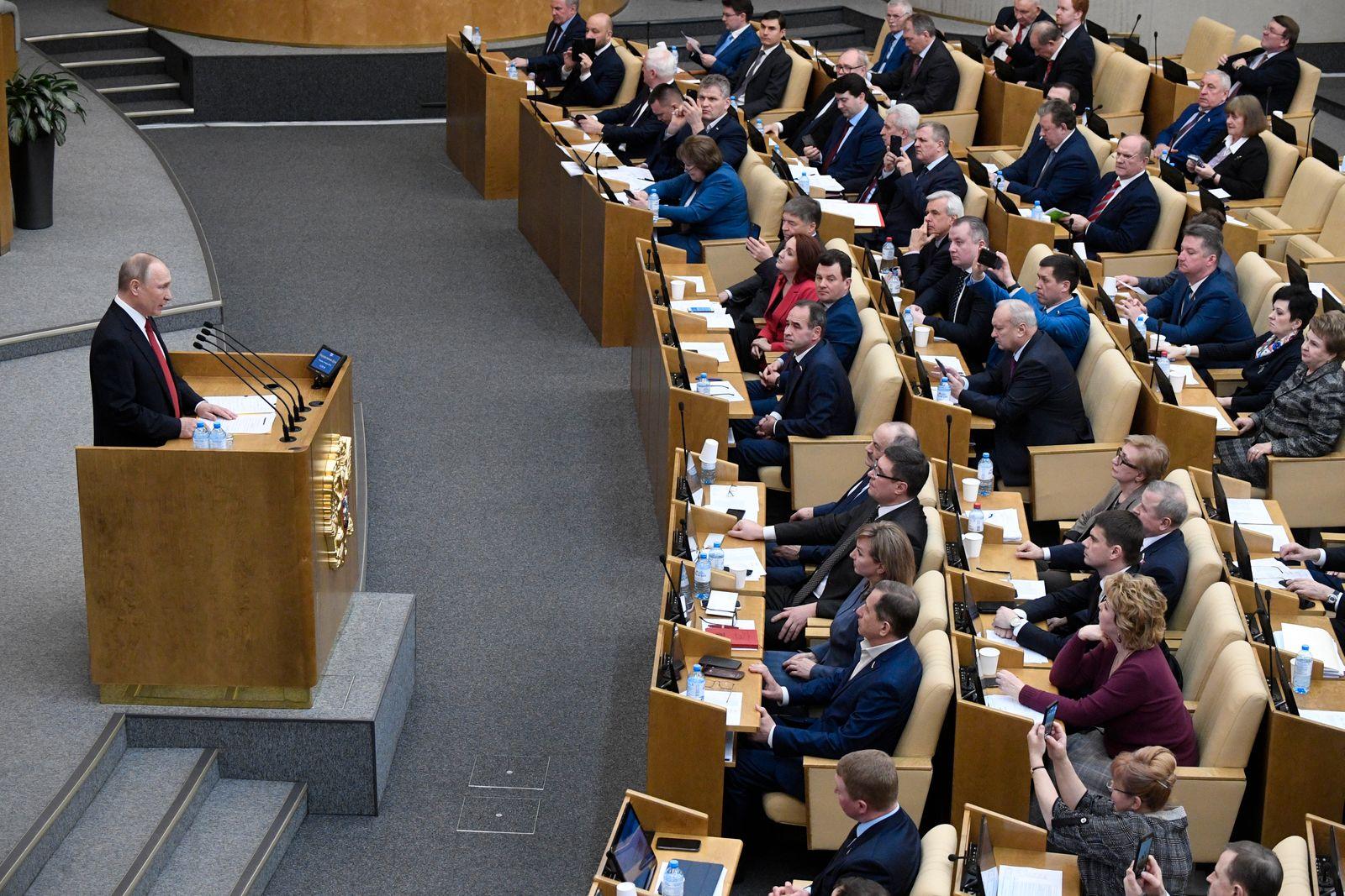 RUSSIA-POLITICS-CONSTITUTION