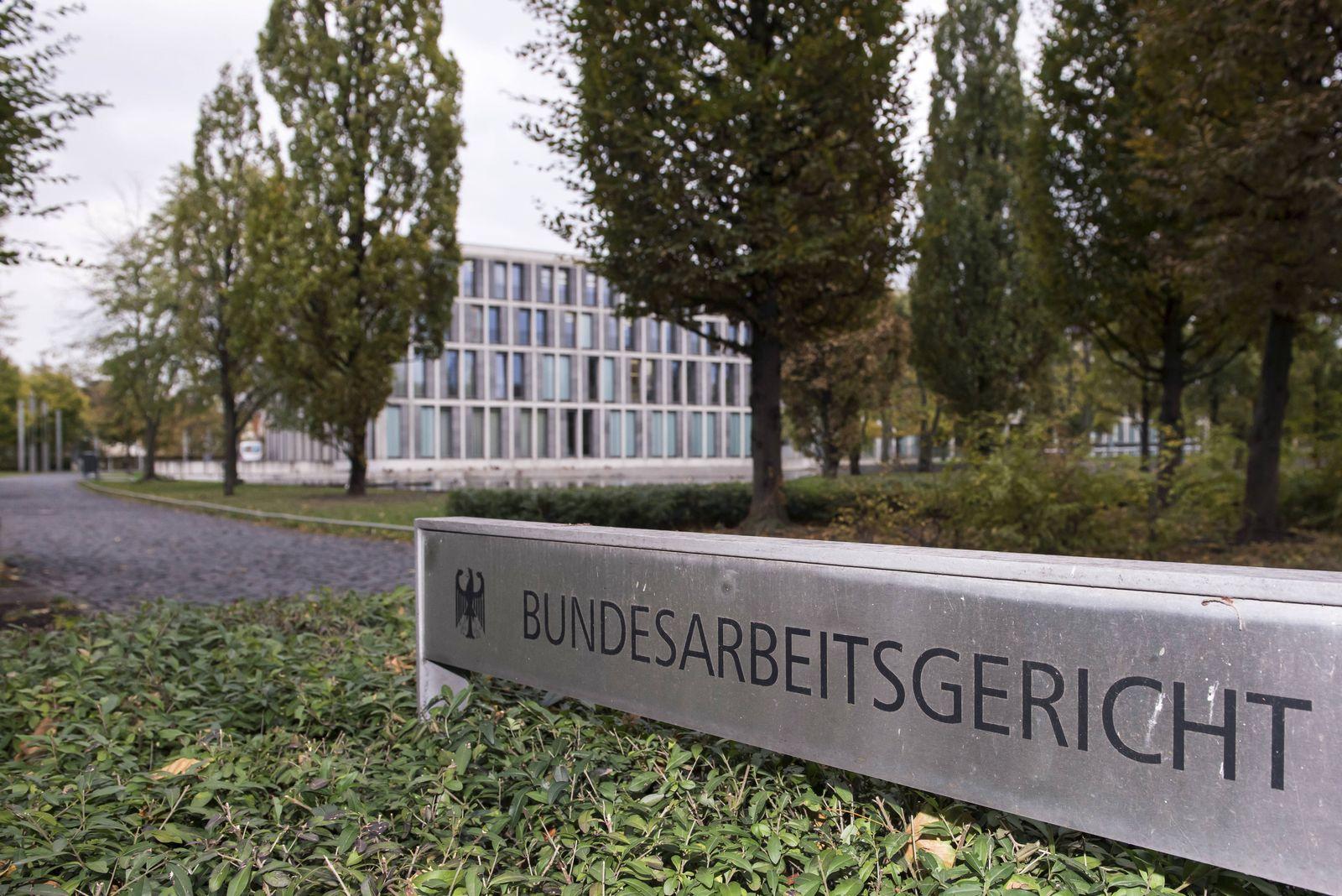 Vor dem Bundesarbeitsgericht in Erfurt (Foto vom 25.10.18) hat am Donnerstag (25.10.18) die Verhandlung ueber die Recht