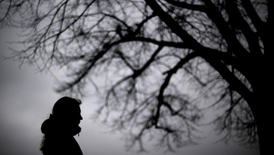 Frau in der Dämmerung (Symbolbild): Psychisch Kranke als Kostenfaktor?