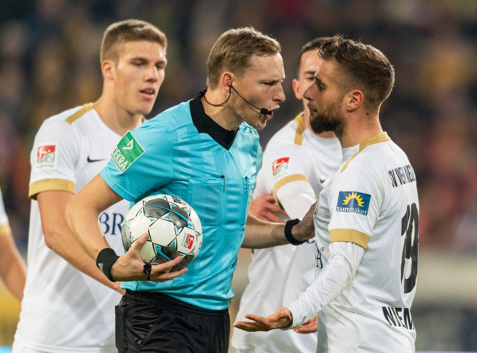 SG Dynamo Dresden - SV Wehen Wiesbaden Schiedsrichter Petersen
