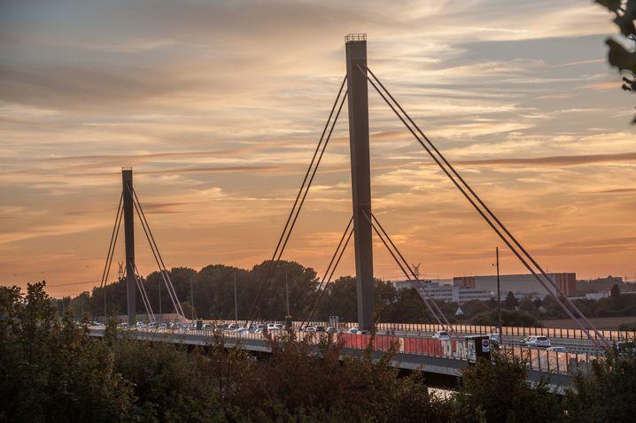 Autobahnbrücke bei Leverkusen