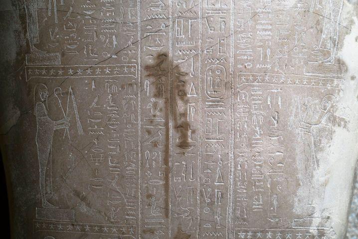 Beschädigung an einem ägyptischen Sarkophag im Neuen Museum: Rätselhafte Flüssigkeit
