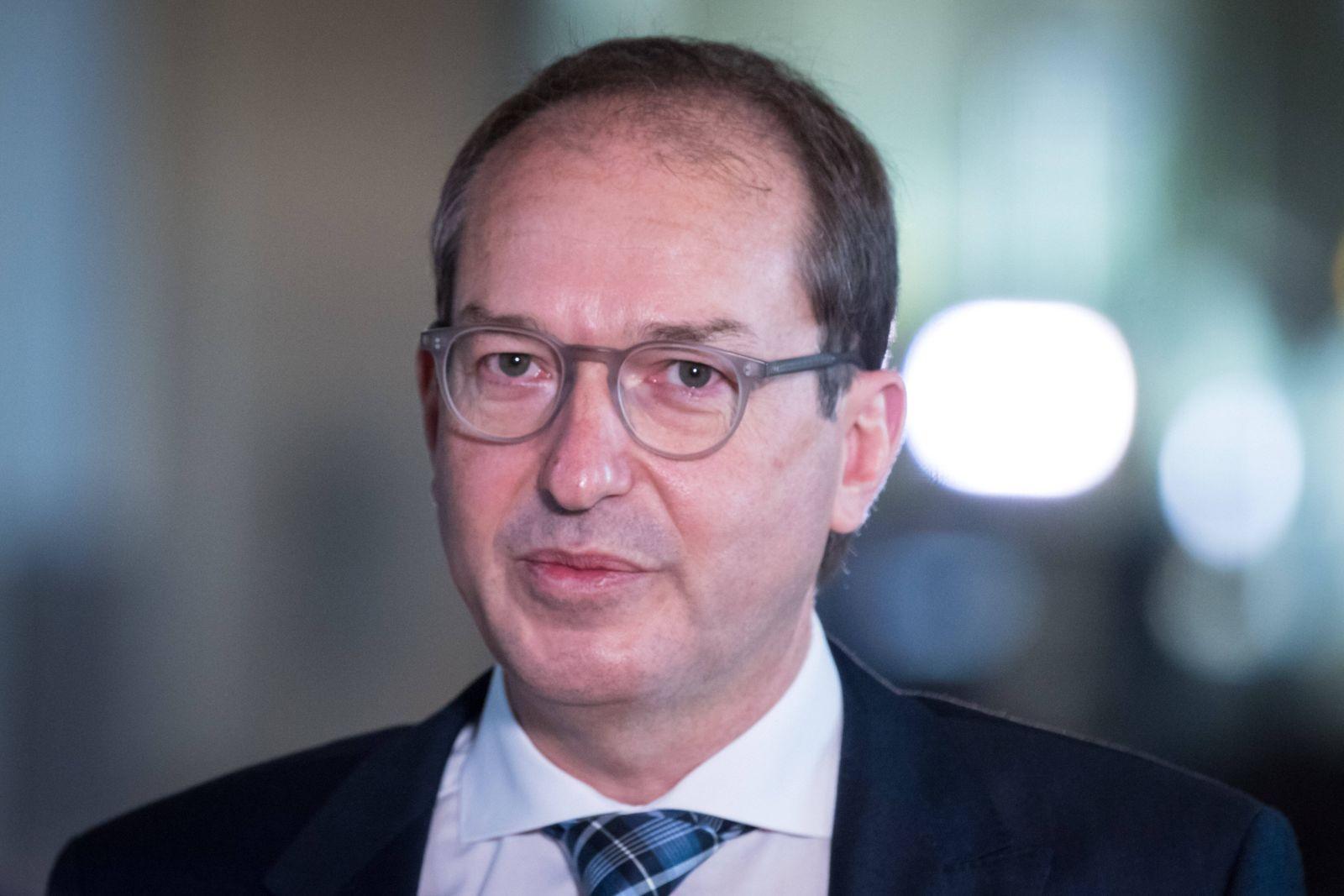 Berlin, Alexander Dobrindt im Interview im Bundestag Deutschland, Berlin - 05.11.2020: Im Bild ist Alexander Dobrindt (