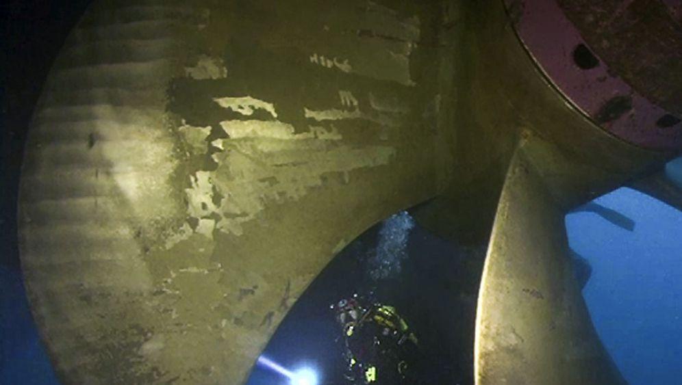 Photo Gallery: Salvaging the Costa Concordia