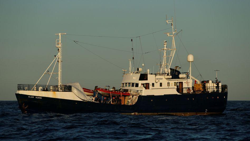 """Rettungsschiff """"Alan Kurdi"""": Seit zehn Tagen ohne rettenden Hafen"""