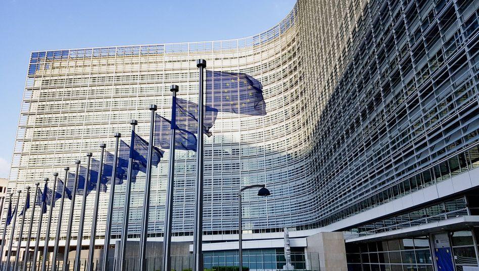 """Brüssel, EU-Kommissionsgebäude: """"Keine Evolution, sondern eine Revolution"""", sei das hier entworfene Corona-Hilfspaket, sagt Haushaltskommissar Hahn"""