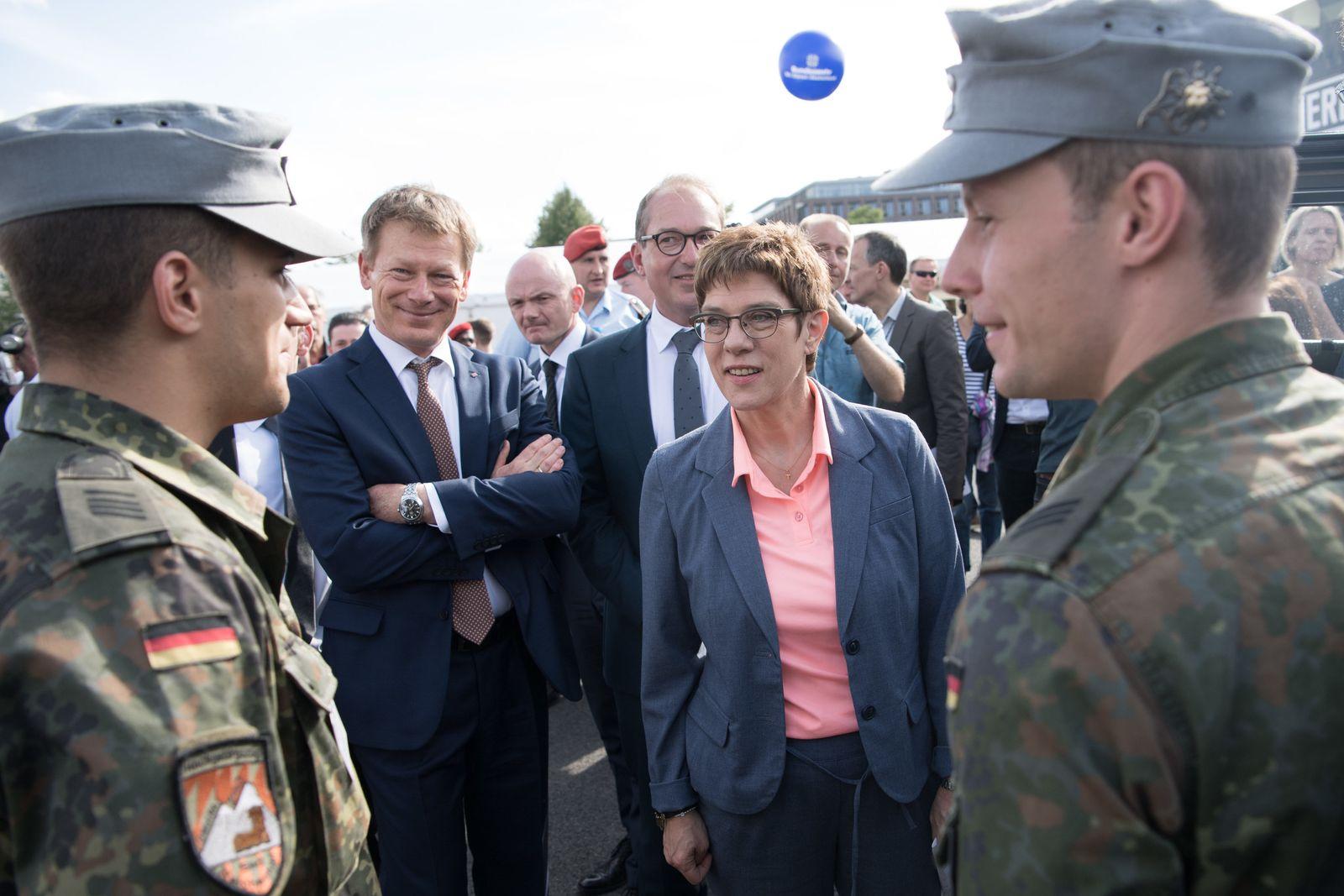 PK zu Gratis-Bahnfahrten für Soldaten