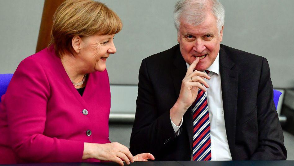 Angela Merkel und Horst Seehofer im Bundestag