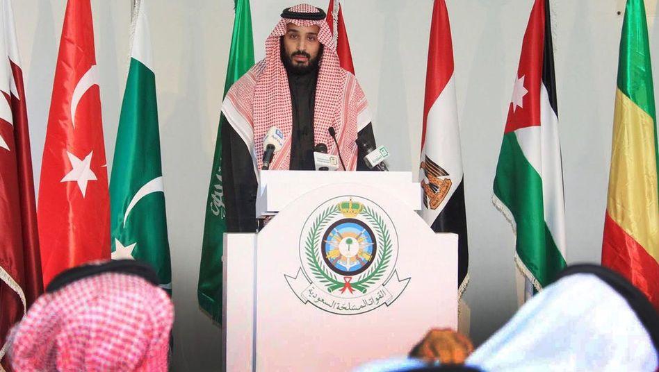 Verteidigungsminister Mohammed bin Salman bei der Bekanntgabe der Allianz: Alleingang der Saudis