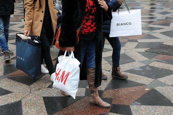 Einkaufstaschen von Zara und H&M: Alte Marktführer gegen neue Angreifer