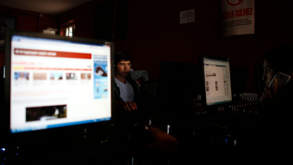 Internetcafé in Ankara: Die Regierung hat weitreichende Regeln zur Kontrolle von Internetplattformen eingeführt
