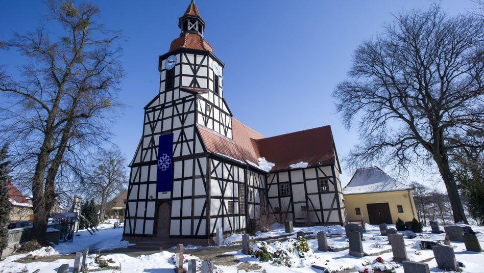 Kirche in Ostdeutschland: Patronatskirche in Klieken (Sachsen-Anhalt)